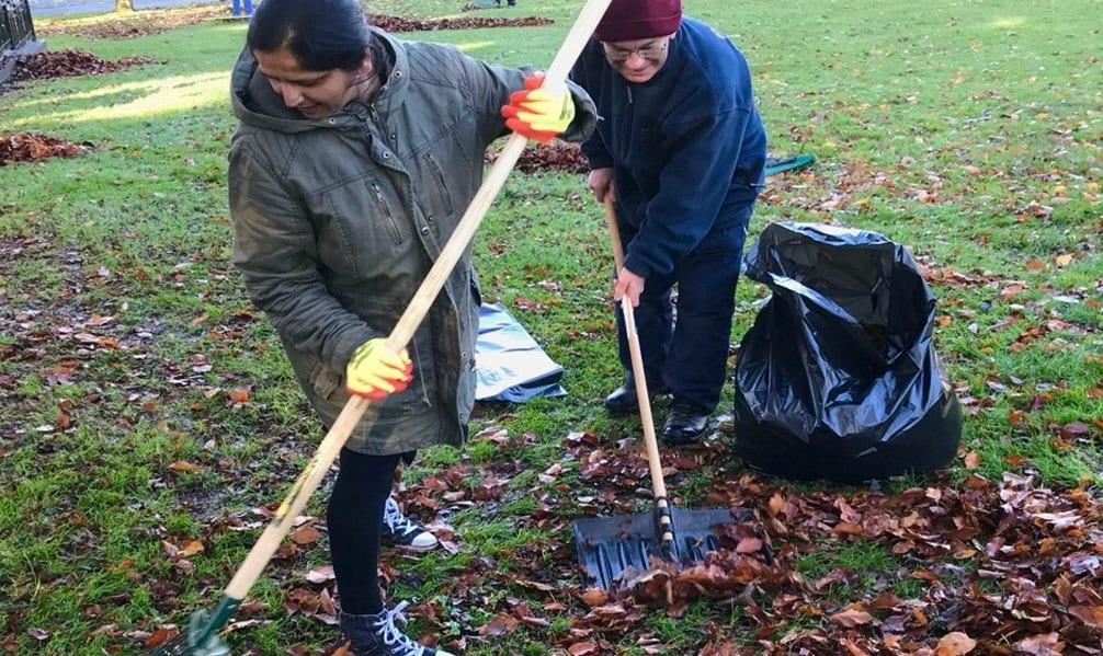 Volunteers join forces to clean up Arnold park
