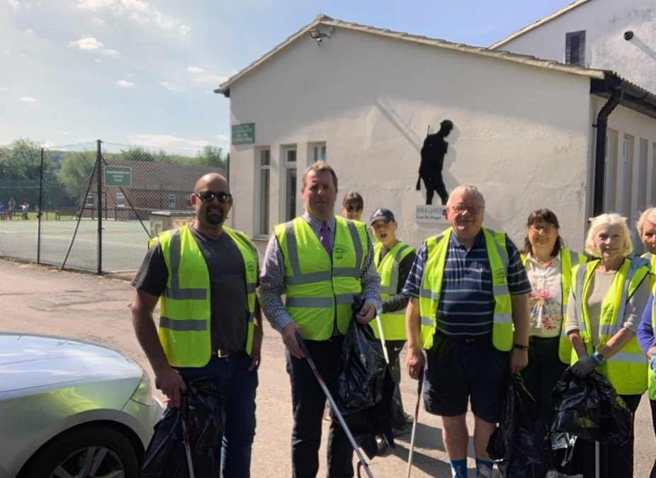 MP Mark Spencer cleans up as he joins litter pick in Woodborough